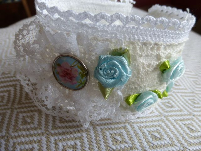 Spitzenarmband Vintage/blaue Rosen