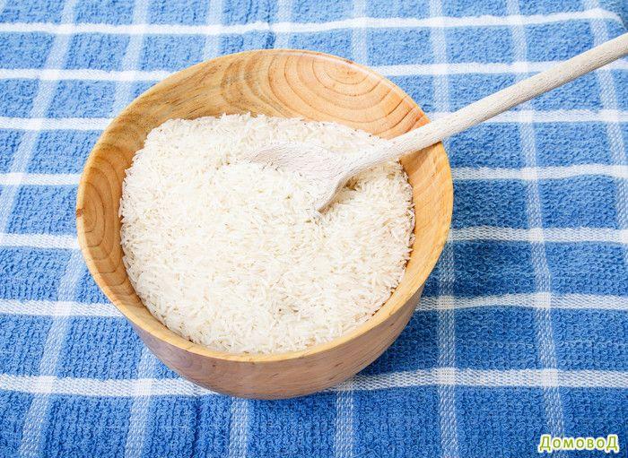 Очищаем кофемолку с помощью риса
