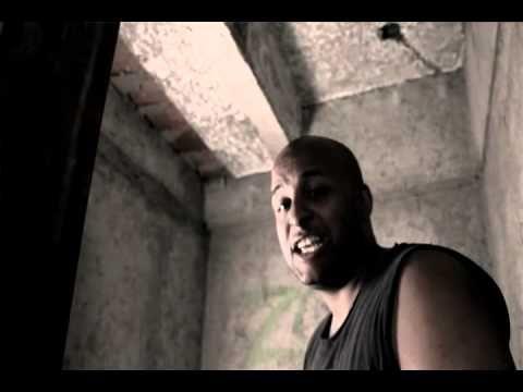 """Día 20: La última canción de tu biblioteca musical.  Este tema me gusta en varios sentidos. Apache logró reunir acá a un grupo de exponentes bandera del Hip Hop Venezolano de la vieja escuela: Nigga Sibilino, Álex Tabata, Jey Da Polemic, Chester, Killer Insane.   El video marca además el regreso a la música de Killer luego de haber pasado una temporada bastante larga en la cárcel. La letra es típica del género """"represent"""", un género que a veces se usa excesivamente en el Rap venezolano."""
