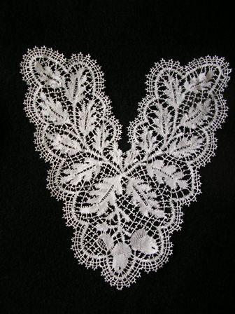 Beautiful example of English Bedfordshire bobbin lace