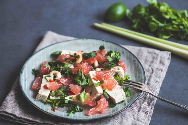 Thai Pomelo Salad with Tofu - www.madelinelu.com: