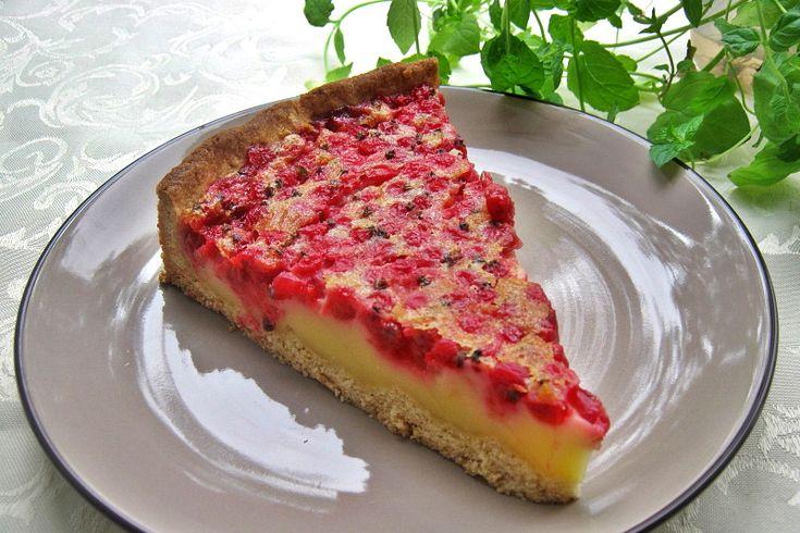 Сливочный пирог с красной смородиной