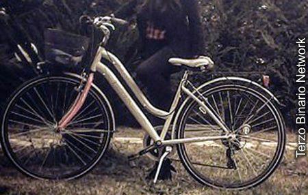 RENDE (COSENZA): SMARRITA BICICLETTA BIANCA DA DONNA. RICOMPENSA http://www.terzobinarionetwork.com/2016/02/rende-cosenza-smarrita-bicicletta.html