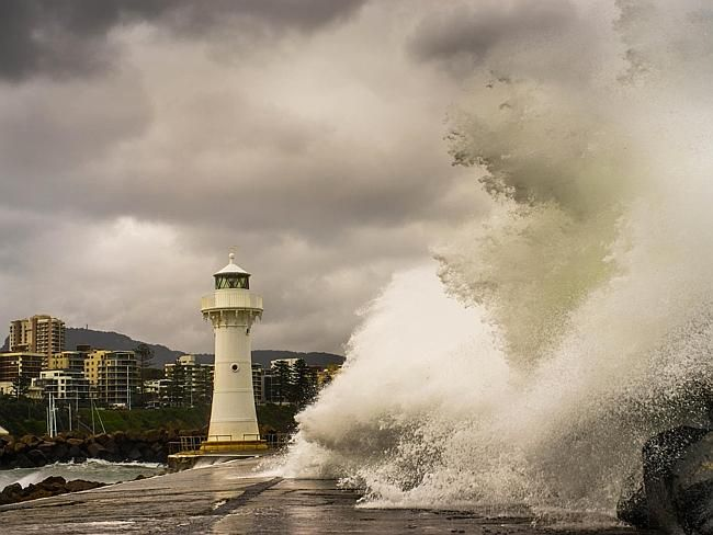 Wild weather in Wollongong Harbour / Picture: Benji Reef www.benjireef.com.au