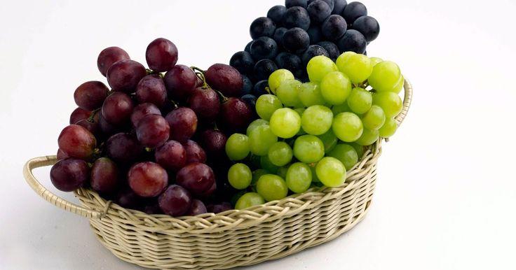 Vinhos: tipos de uvas e suas características. Cada vinho tem características especiais que são dadas pelo tipo de uva utilizada para sua produção. Há dois tipos fundamentais de uvas para fazer vinho: brancas e tintas. Ambas pertencem à espécie Vitis Vinifera, que faz parte do gênero Vitis, a que pertencem todas as uvas que não são utilizadas na ...