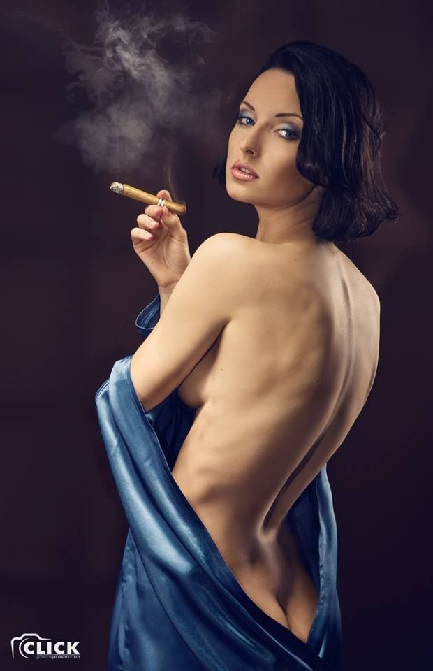 stone-naked-sexy-cigar-woman