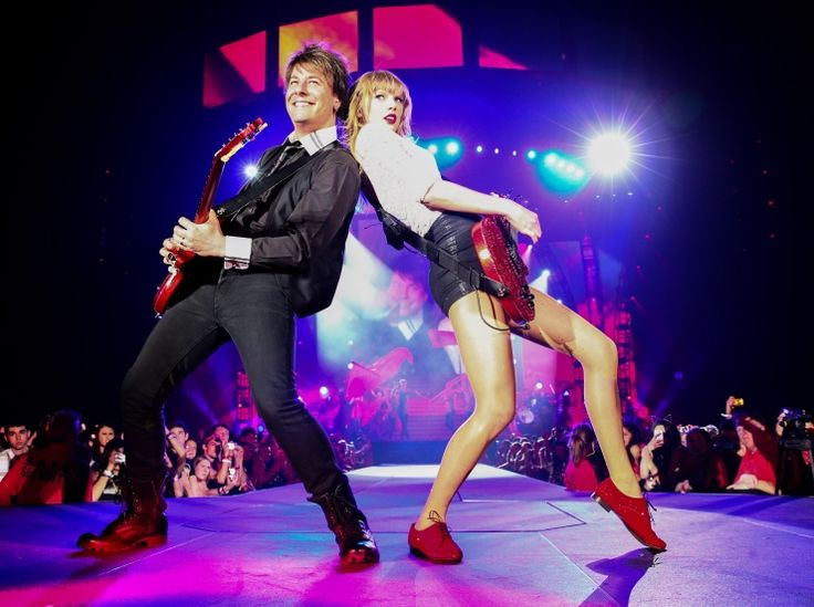 Paul Sidoti And Taylor Swift | GRAMMY.comPhotos, Taylor Swift, Staging, Red Tours, Swift Concerts, Doces Paul, Taylors Band, Taylors Swift, Swift Lean