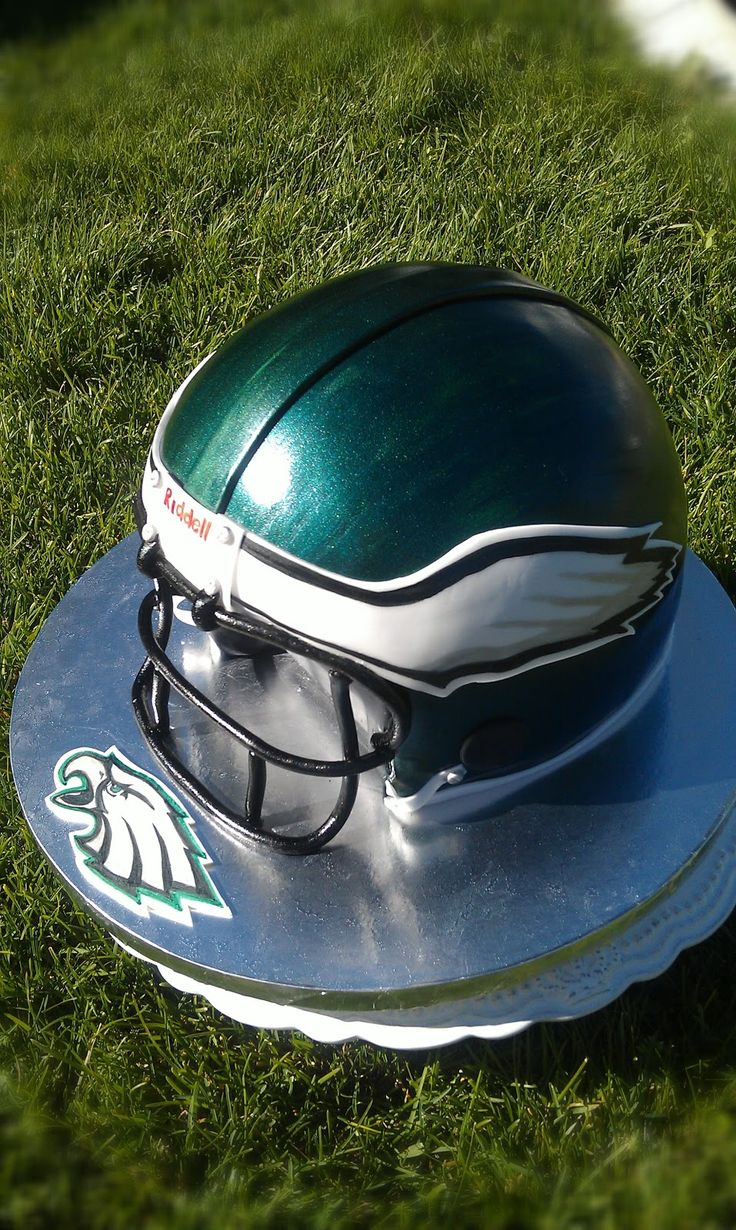 Free picture tutorial on How to create a Football helmet cake! Cake Adoration: Freebies
