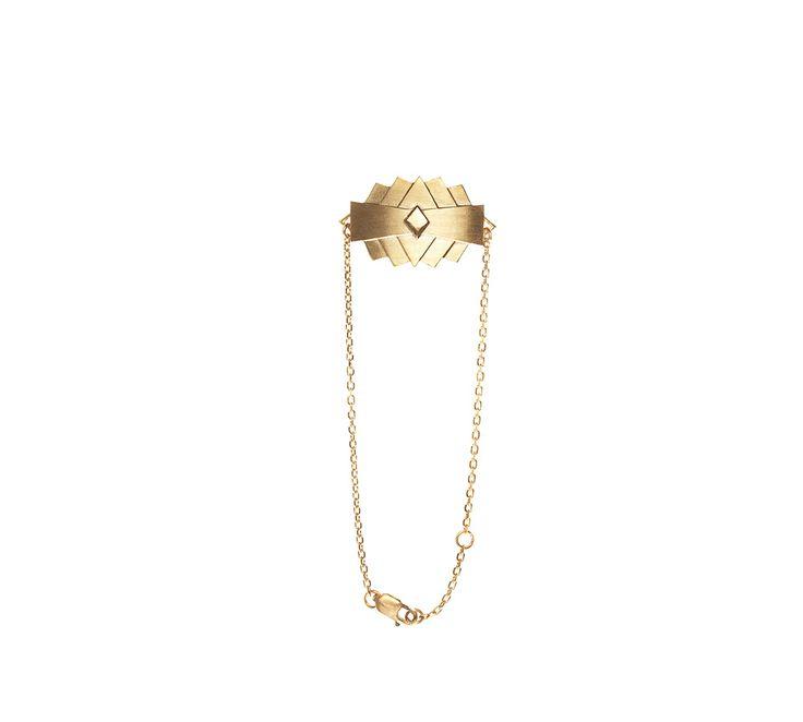 Maria Black D'Abber armbånd. Dette armbånd er en sand hyldest til geometri og æstetik. Designet er flot, gennemtænkt og klassisk Maria Black. Et rigtig fedt og moderne armbånd i forgyldt sterling sølv, som vil klæde enhver kvinde :-) (Måske en god gaveidé?) #smykker #mariablack #julegaver