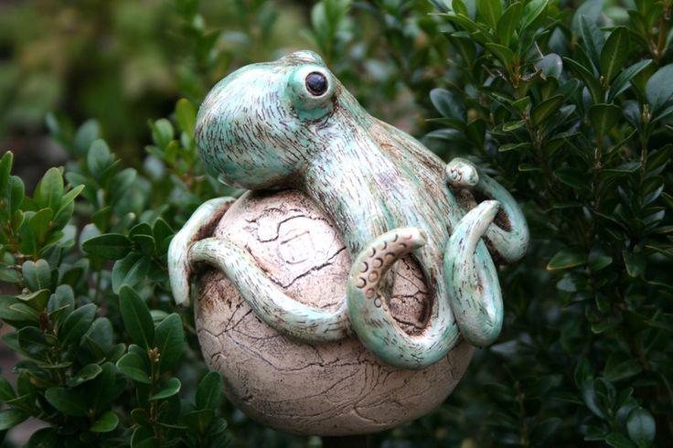 Gartenfiguren - Keramik Oktopus, Beetstecker - B-Ware - ein Designerstück von Atelier-MJ-Arts bei DaWanda
