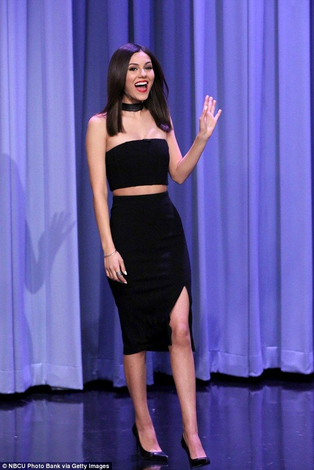 Retro look: Victoria Justice wore a Nineties-inspired outfit on the Tonight Show Starring ...