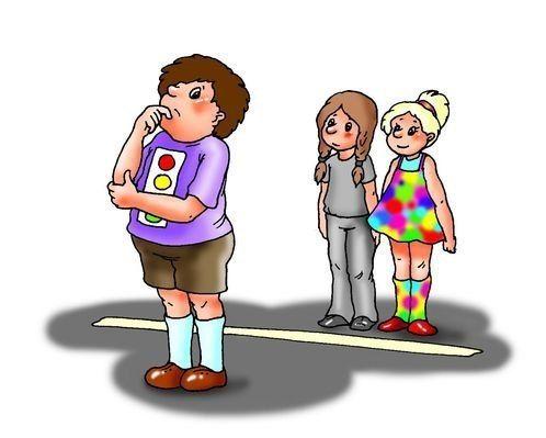 НА ЗАМЕТКУ! Дворовые игры    √ Светофор    Для этой игры нужно надеть на себя как можно больше разноцветных одежек. На площадке мелом рисуется дорога, и игроки выстраиваются все на одной линии. Игрок-Светофор становится спиной ко всем игрокам посередине дороги и загадывает любой цвет. Если на игроке есть названный цвет, Светофор берет его за руку и переводит через дорогу. Если же цвета нет на одежде, заколках, обуви, то нужно быстро перебежать на другую сторону дороги, чтобы Светофор не…