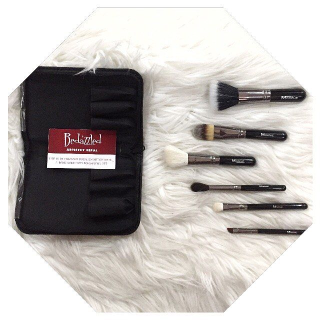 Morphe Brushes : Set 685 - 6 Piece Travel Brush Set . Set Includes: ♦️Duo Fibre Brush ♦️Shadow Brush ♦️Blending Brush ♦️Angle Liner Brush ♦️Blush Brush ♦️Foundation Brush . 100% Original or money back guaranteed . DM to order. Available stock. . Serious buyers only!  http://ameritrustshield.com/ipost/1547043374380779734/?code=BV4M8CeFojW