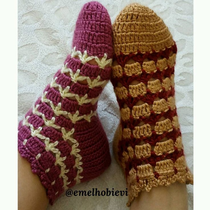 "177 Likes, 12 Comments - PATİK DÜNYASI & HANDMADE SOCKS (@emelhobievi) on Instagram: ""Patik çorablarım  #sivas #patik #evayakkabisi #babet #babetpatik #englishhome #madamecoco #gelin…"""