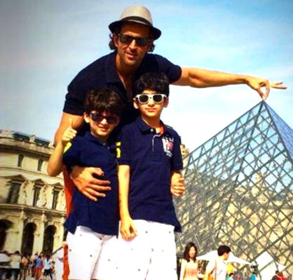 Hrithik Roshan all set to fly to Switzerland with kids! #HrithikRoshan