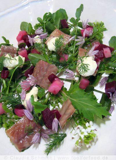 Salat mit geräuchertem Aal, Brunnenkresse, Sahne-Meerrettich und Roter Bete