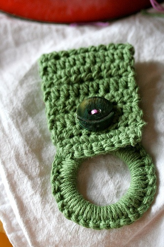 Knitting Patterns Holders For Towels : Best 20+ Crochet towel holders ideas on Pinterest