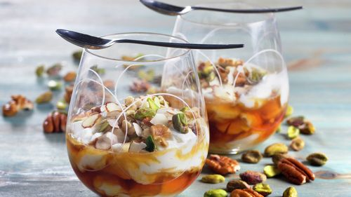 Yoghurt med honning og nøtter - Gjester - Oppskrifter - MatPrat