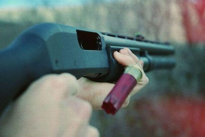 Tüfekle oynayan engelli çocuk, annesini vurdu