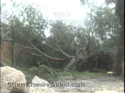 8/25/2011 Hurricane Irene Hits Nassau Bahamas (+playlist).  Live footage of the storm.