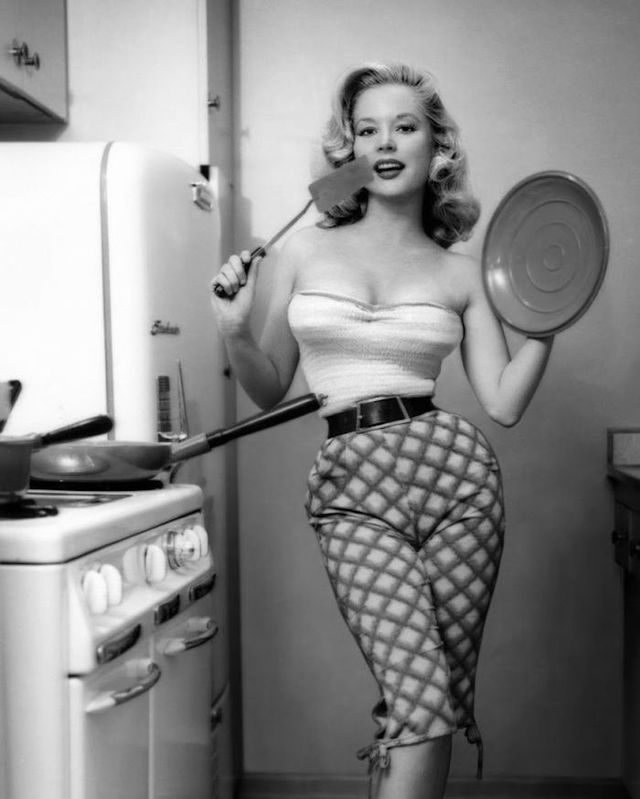 the highest paid 1950s pin up girl and her impossible 18 inch waist pin up love pinterest. Black Bedroom Furniture Sets. Home Design Ideas