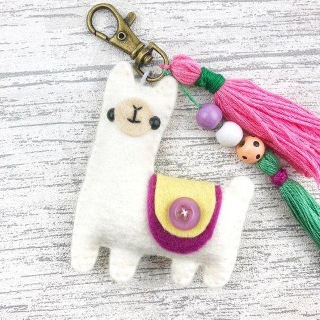Felt Diy, Felt Crafts, Fabric Crafts, Sewing Crafts, Diy And Crafts, Sewing Projects, Crafts For Kids, Arts And Crafts, Felt Christmas
