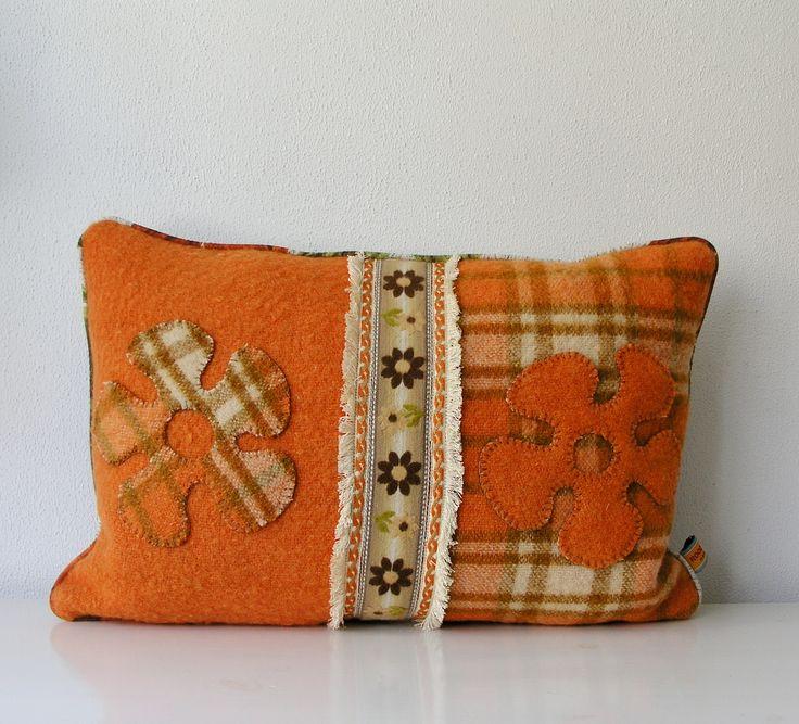 Vintage kussen, gemaakt van oude wollen dekens. http://www.studioroodenburg.nl/