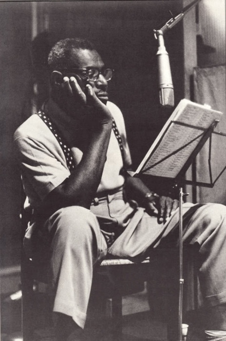 Howlin' Wolf during some London sessions, 1970.