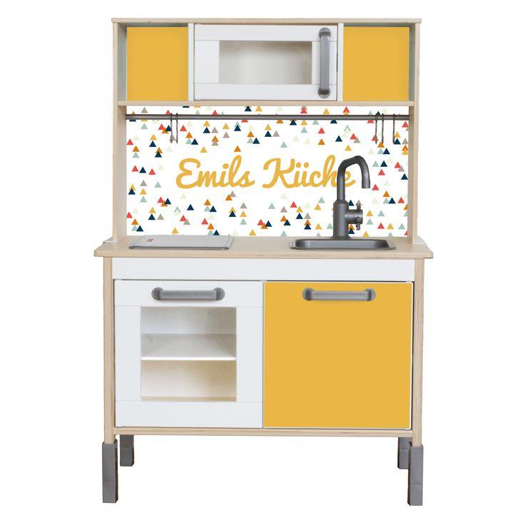 Mit den Limmaland Möbelfolien kannst du deine IKEA DUKTIG Kinderküche pimpen. Wähle im Konfigurator einfach aus 7 Farben aus und personalisiere die Rückwand der TRIANGLIG mit deinem Wunschtext oder Kindernamen. Jetzt auf www.limmaland.com ausprobieren!