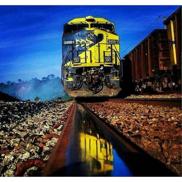 Um gigante mara! Loco- MRS-job  #ferrovia #train #trem #photo #railway #bridge #ponte #treno #brazil #follow4follow #rail #sp #brasil #like #железнаядорога #sun #railroad #trains_worldwide #instamoment #instalike #selfie #artofrailroad #daily_crossing #visitnorway #train_trains_trainz #nofilter #crossfit #love #eisenbahnbilder #eisenbahn by adelyaraujom