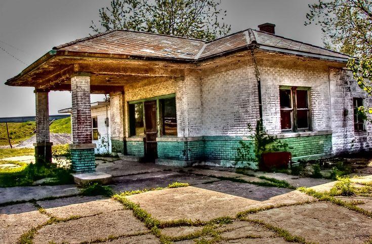 Old Shawneetown Service Station