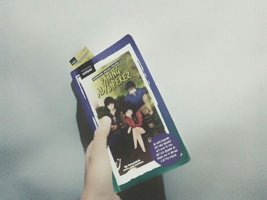 School is coming, this fall, so for the days left before vacation fades away, I decided to read this pop fiction book which my cousin lend it to me. It's an english-tagalog book, actually this one was already a sequel and to be honest I didn' read the first book of Seducing Drake Palma, shame on me.