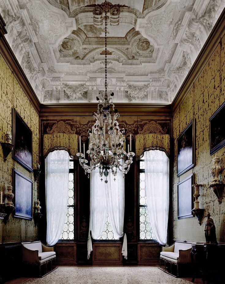 The yellow room in a Venice villa  Photo by Michael Eastman
