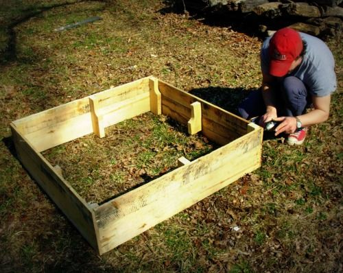 How to make a raised garden box out of a couple of pallet's