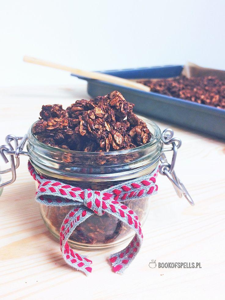 Bardzo czekoladowa granola z orzechami | Book of spells