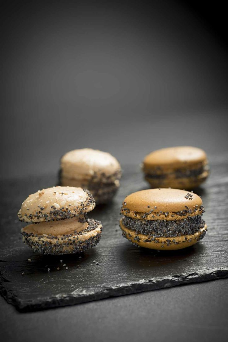Macarons au foie gras et pavot