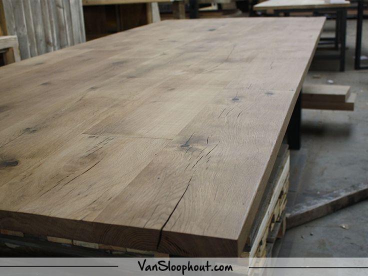 Strak verlijmd en glad tafelblad van vintage oak! Deze medium kleur van eikenhout geeft net wat meer warmte in je huis! De noesten zijn zichtbaar, maar kunnen opgevuld worden. Zo heb je nooit last van stof en vuil in je tafelblad! #eiken #eikenhout #oak #tafelblad #meubels #interieur #interieurinspiratie #interior #interiorjunkie #wonen #woontrends #wooninspiratie #hout #houtentafel #strakke #tafel