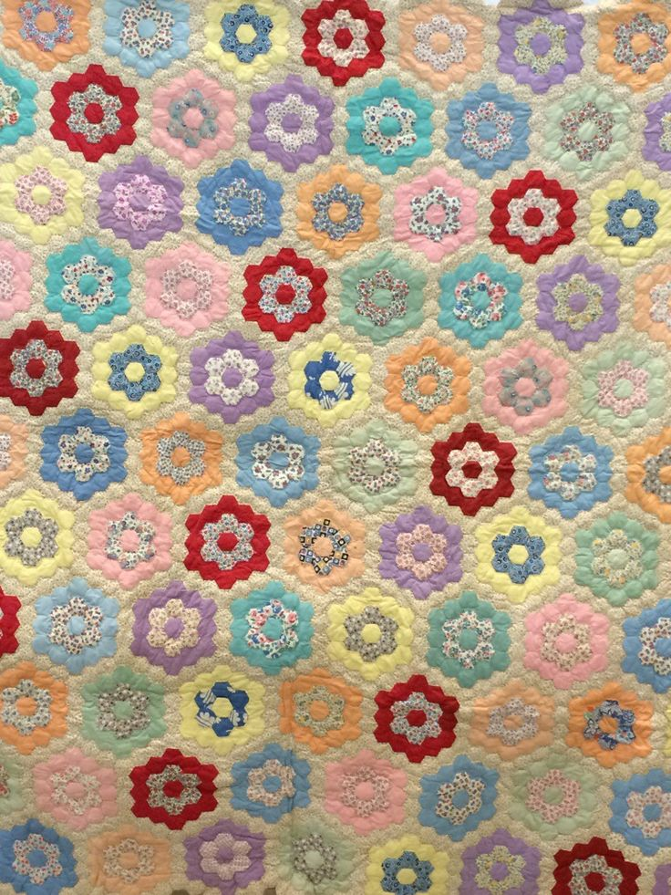 212 best Hexagon quilts images on Pinterest Hexagon quilting, Hexagons and English paper piecing