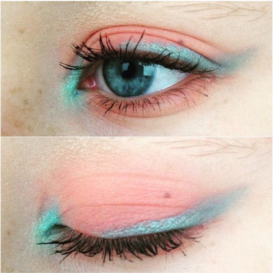 Maquillaje de ojos claro.