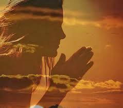 Resultado de imagem para imagem de uma mulher orando