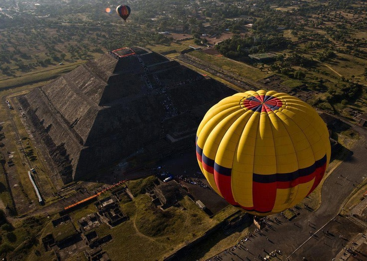 Balloon over Sun Pyramid, Mexico Hot air balloon