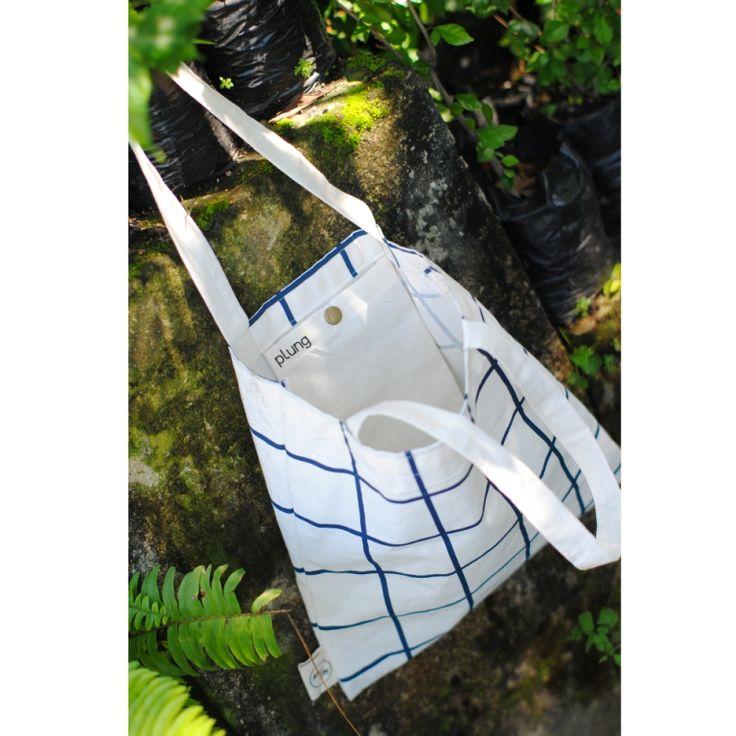 produksi souvenir tote bag untuk kperluan Souvenir nikahan,dan souvenir lainnya info lengkap: http://plungcreativo.com