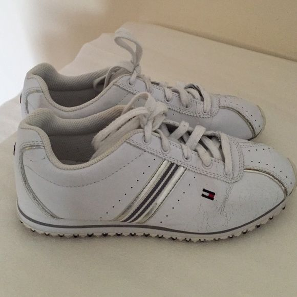 Tommy Hilfiger Sneakers white 6.5 Pre-Owned and in Excellent wearable condition Women's Tommy Hilfiger Athletic Sneaker~~~FEATURES: leather, lace-up, cushioned footbed, white~ Tommy Hilfiger Shoes Sneakers