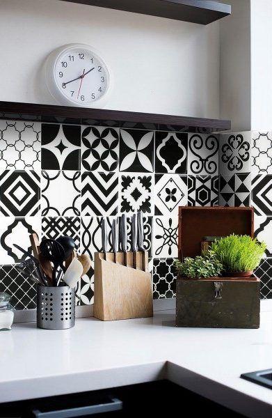Carrelage mural adhésif look carreaux de ciment noir & blanc    http://www.homelisty.com/carrelage-adhesif-carreaux-ciment/