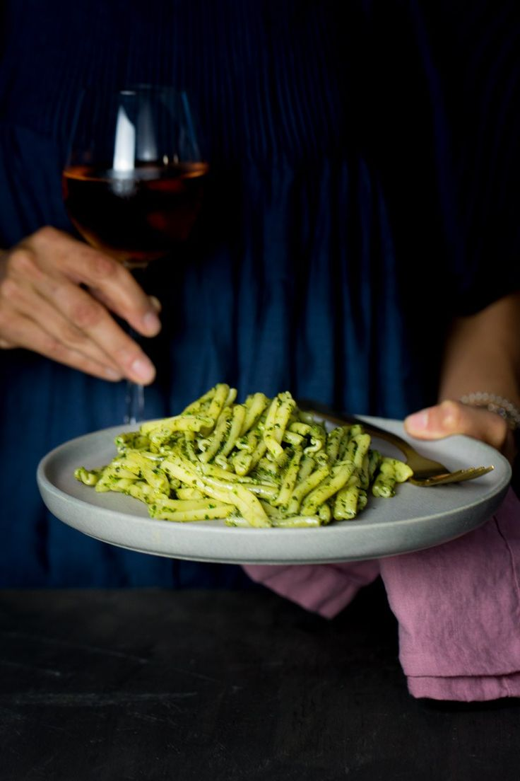 This recipe for classic vegan pesto is one of the easiest recipes out there. Defineltly better than trader Joe's vegan pesto. Basil Recipes, Delicious Vegan Recipes, Healthy Recipes, Vegan Soups, Vegan Dishes, Trader Joes Vegan, Vegan Pesto, Vegetarian Cooking, Other Recipes