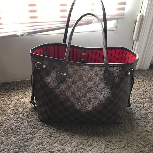 LOUIS VUITTON NEVERFULL PM Louis Vuitton ... Neverfull PM .. Hot stamped initials AAB on strap... Date code AR2165.. Bag in new condition.. Worn only once.. Purchased in NOV 2015.. Will through in a free base shaper Louis Vuitton Bags Totes