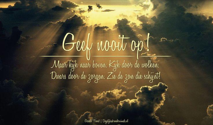 Geef nooit op. Kijk naar boven. Kijk door de wolken. Dwars door de zorgen. Zie de zon die schijnt. #Zon http://www.dagelijksebroodkruimels.nl/gerald-troost-goud-v2/