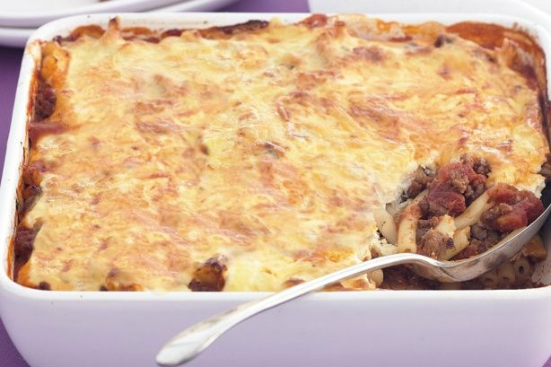 Spicy mince and pasta bake