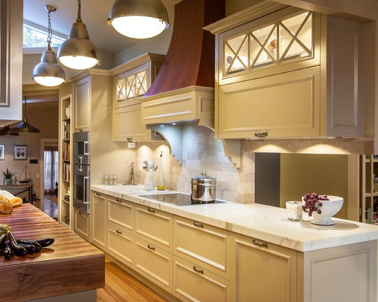 72 best hamptons style kitchens images on pinterest for Country style galley kitchens
