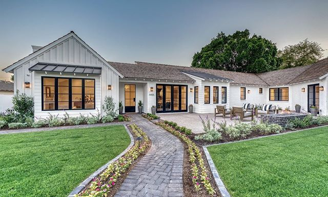 Ranch With Modern Farmhouse Details House Exterior House Colors